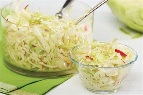 comment cuisiner du chou salade de chou aux pommes recette facile fondation olo
