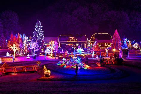 ways  avoid damage   roof  christmas