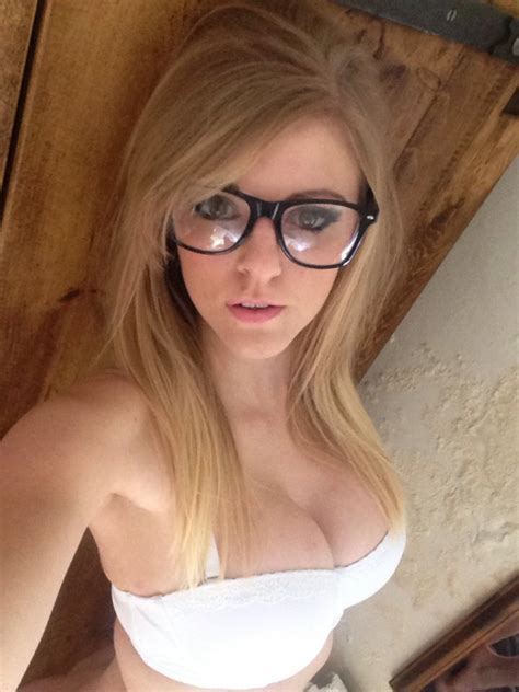 Women Who Look Absolutely Gorgeous In Glasses Fooyoh Entertainment