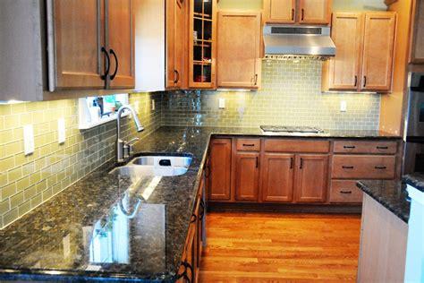 Tile Glass Backsplash : Green Glass Tile Kitchen Backsplash