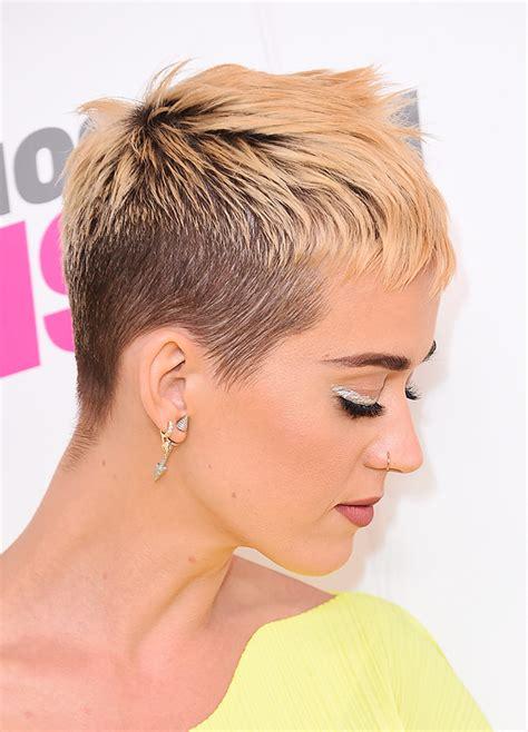 coupe courte effilée femme quelle coupe courte sur des cheveux fins