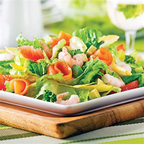 cuisine nordique recettes salade fraîcheur aux crevettes nordiques et saumon fumé