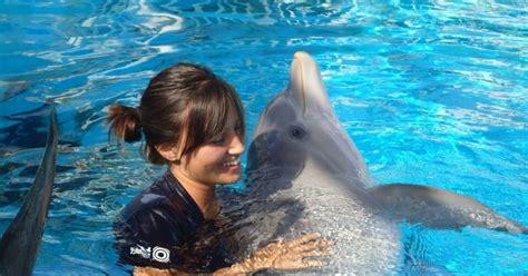 Elk Grove Village Girl Pursues Dolphin Trainer Dream