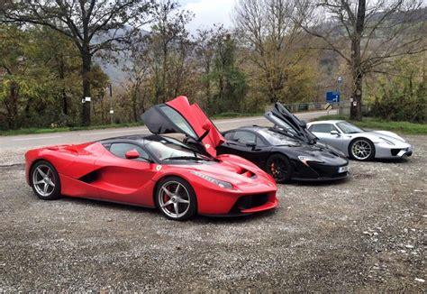 Watch The Ultimate Hypercar Race: McLaren P1 Vs LaFerrari