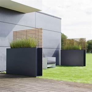 sichtschutz fur terrassen 13 ideen fur ihre privatsphare With französischer balkon mit moderne skulpturen für den garten