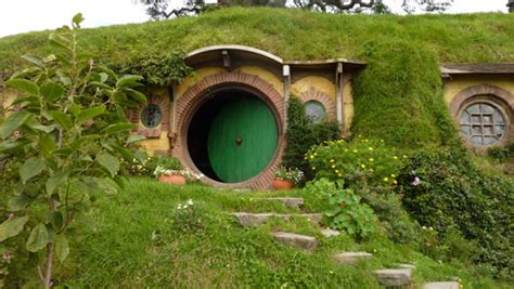10 Unique Houses In The Hobbit Style by Memi Salsabila Bandung Trip Iii Rumah Hobbit Farm House