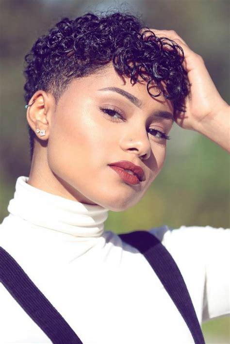 coupe afro courte coupe courte femme afro d 233 grad 233 femme cot 233 s ras 233 s dessus id 233 e de coiffure cheveux