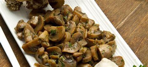 Come Cucinare I Funghi by Come Cucinare Funghi Trifolati Cucinarefunghi