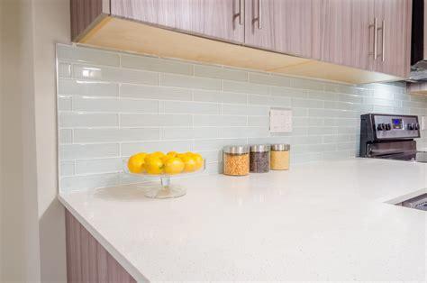 credence cuisine plexiglas crédence cuisine en plexiglas installation et entretien
