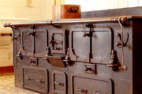 cuisine ancienne bois chez le pèr gras l ancienne cuisine veille au grain de