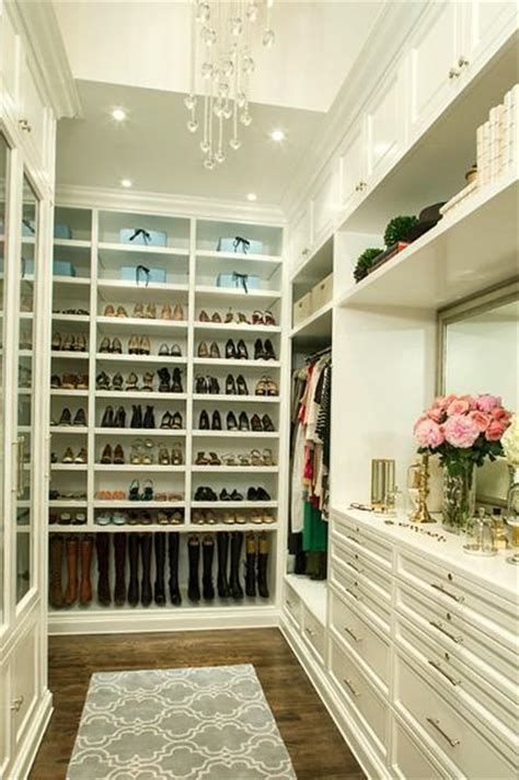 walk in closet design ways to streamline your closets yuanlibrodo