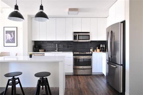 cuisine blanche et marron 1001 conseils et idées pour aménager une cuisine moderne