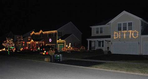 Easy Cubicle Christmas Decorating Ideas by Ditto When You Can T Compete With Your Neighbour S