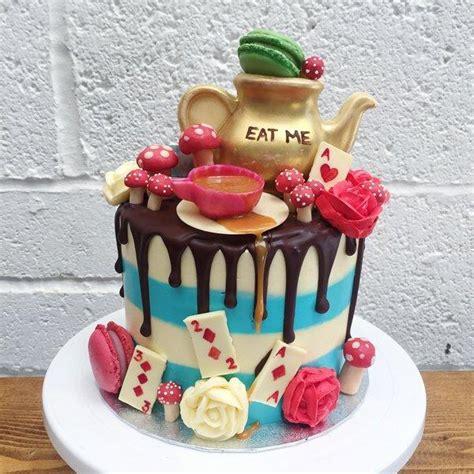 alice  wonderland themed cake anges de sucre