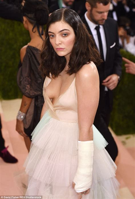 Met Gala red carpet sees Lorde suffer unfortunate wardrobe ...