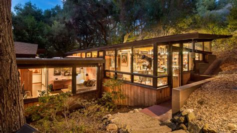 2 Architects Make Magic With This Mid-century Modern