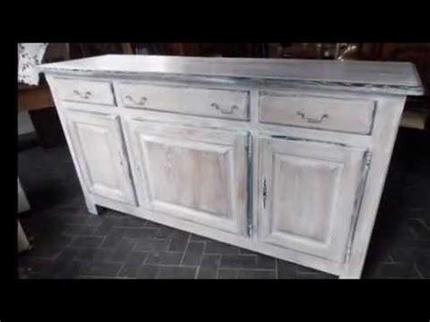 peindre une cuisine en chene rustique jean antiqua travail sur la céruse