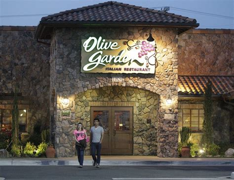 olive garden city missouri olive garden refused service to uniformed officer