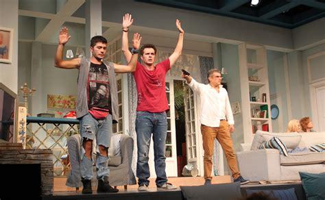 επίσημη πρεμιέρα στο Θέατρο Αθηνά