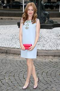 get the look isla fisher 39 s pretty pastels thefashionspot