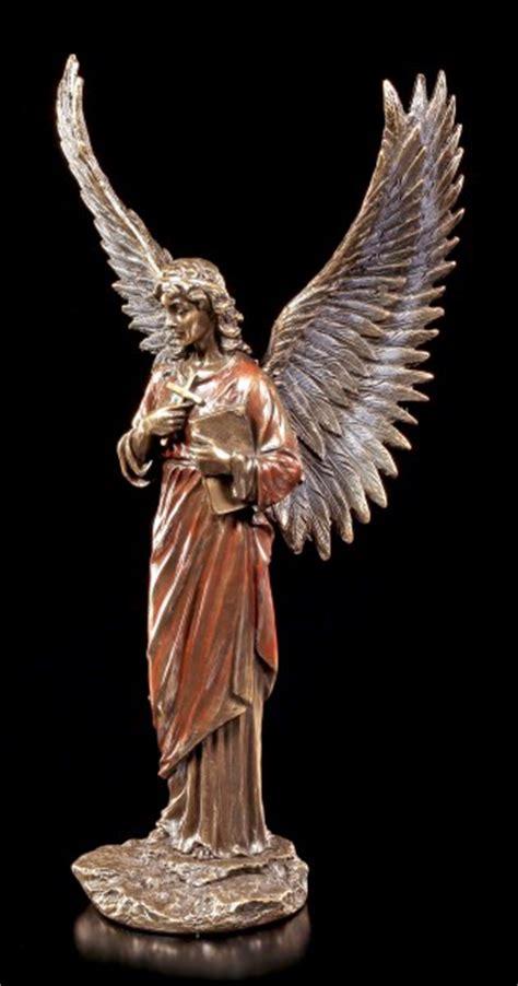 Engel Figur  Verkündigungsengel Mit Kreuz Veronese