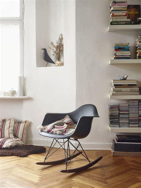 eames chair schaukelstuhl eames plastic arm rocking chair rar schaukelstuhl vitra