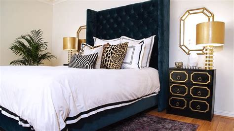 Bedroom Decor Blue And Gold by Navy Blue And Gold Bedroom With Dorothy Draper Style