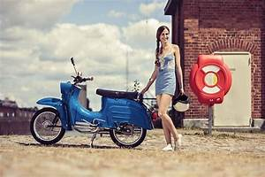 Simson Kalender 2018 : modern vespa your new daily respectable clothed scooter ~ Kayakingforconservation.com Haus und Dekorationen