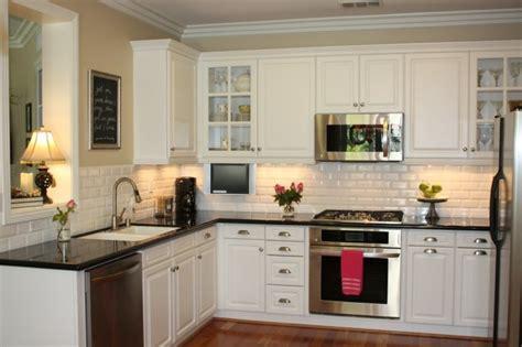 駘駑ent haut de cuisine cuisine blanche avec plan de travail noir 73 idées de relooking archzine fr