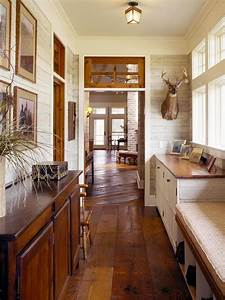 45 superb mudroom entryway design ideas with benches for Country house plans with mudroom