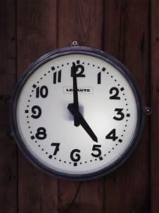 Grande Horloge Industrielle : decoration industrielle mobilier industriel ~ Teatrodelosmanantiales.com Idées de Décoration