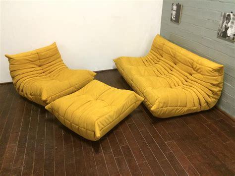 canapé togo set de canapé togo alcantara jaune par michel ducaroy pour