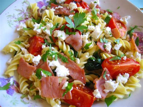 salade de pates froides salade de p 226 tes froides et tomate r 244 tie l assiette de mimosa