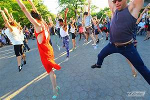 Organize a Flash mob for your engagement proposal ...
