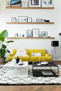 deco cosy du sejour pour une ambiance chaleureuse With tapis jaune avec roche beau bois canapé