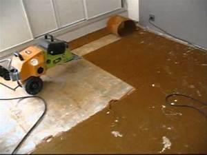 comment decoller enlever une dalle en pvc du lino doovi With comment decoller une moquette au sol