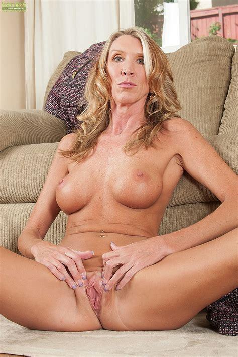 Blonde Milf Brynn Hunter Rub Her Damp Hole Milf Fox