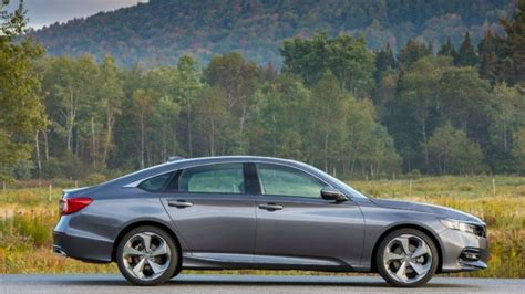 2018 Midsize Sedans Stage A Comeback  Chicago Tribune