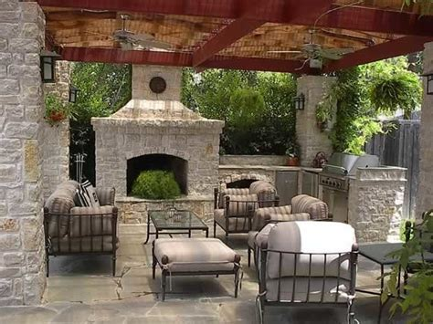 outdoor kitchen  fire pit  furniture traditional