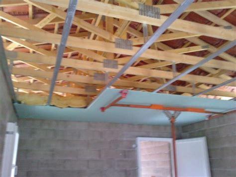 le plafond ba13 hydro avec isolation 25cm de verre isolation des murs placo mur