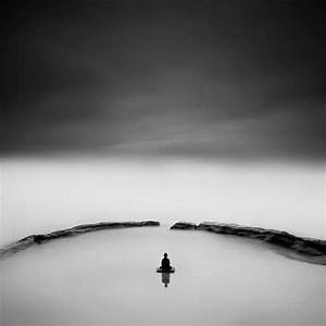 Buddha Zen Black and White Photography – Fubiz Media