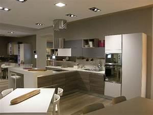 Cucina LUBE Moderna con Penisola Modello Essenza Scontata del 50% Cucine a prezzi scontati