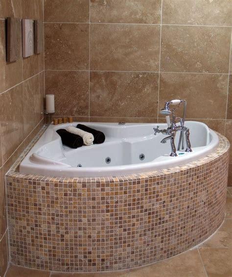Bathtub Ideas For A Small Bathroom by Best 25 Corner Bathtub Ideas On Corner Tub