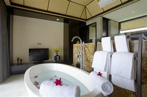 bathroom tub decorating ideas towel rack ideas for more beautiful bathroom