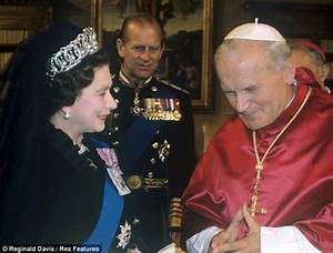 The Queen meets Pope Francis for the first time | Daily ...