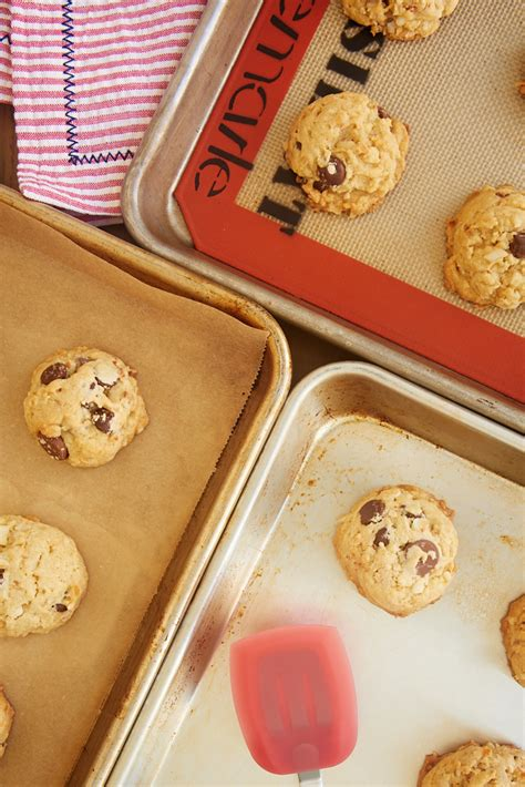 baking lined sheets vs unlined cookie difference lining cookies browning differences texture ll