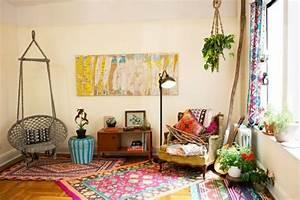 deco boheme chic pour un univers fantaisiste With tapis ethnique avec faire teindre un canapé en cuir