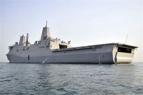 File:US Navy 110719-N-GW695-013 USS Green Bay (LPD 20) is ...