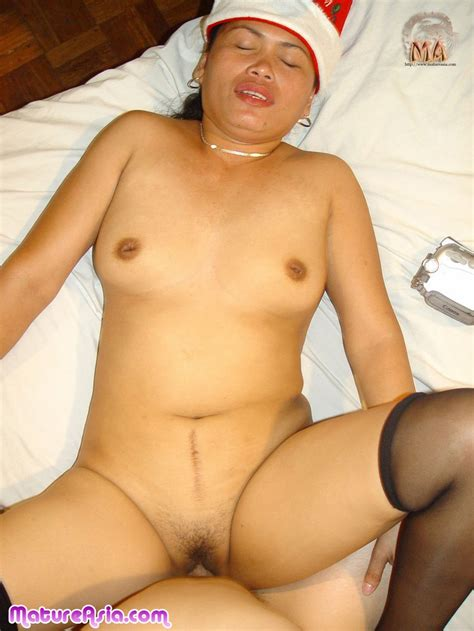 Happy holidays from a sexy older Filipino lady getting nude