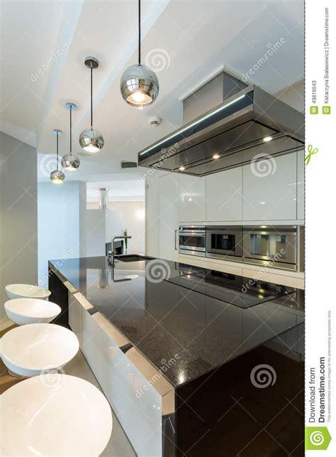 cuisine lumiere cuisine de lumière blanche en appartement photo stock image 49816043